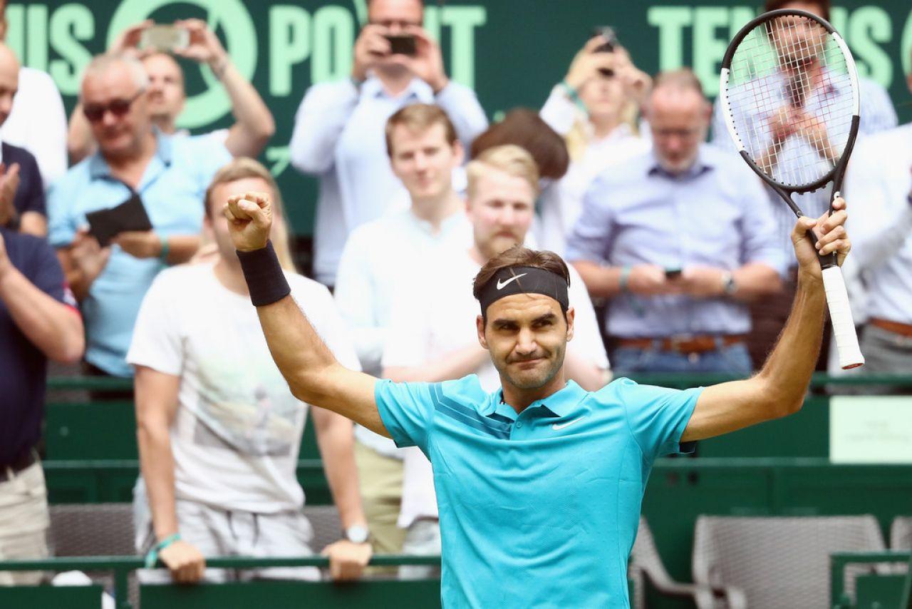 Victoria por los pelos de Federer para seguir como número uno, salvando 2 bolas de partido