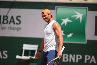 Así resuenan los cañonazos de Nadal en su primer entreno en Roland Garros