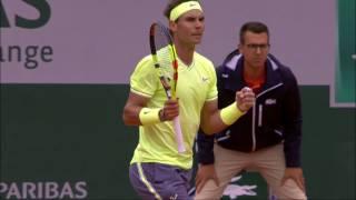 Gran punto de Nadal a Federer con el que cerraba el primer set