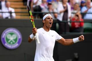 Puntazo de Nadal a Federer en Wimbledon poniéndola en la cruceta