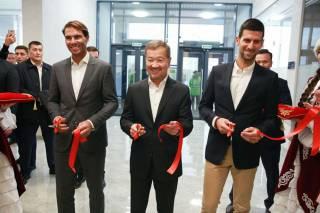 Nadal y Djokovic inauguran un nuevo centro de tenis en la capital de Kazajistán
