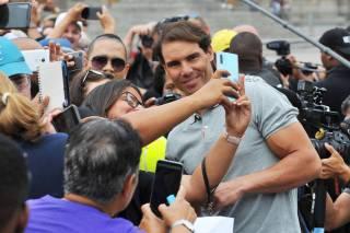 Así de impresionante fue el recibimiento a Nadal y Noah en la exhibición con Federer en África